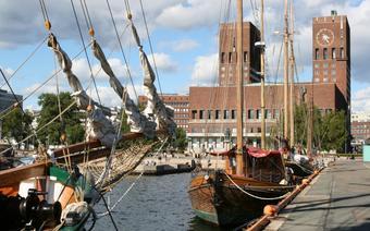 Ratusz i port w Oslo